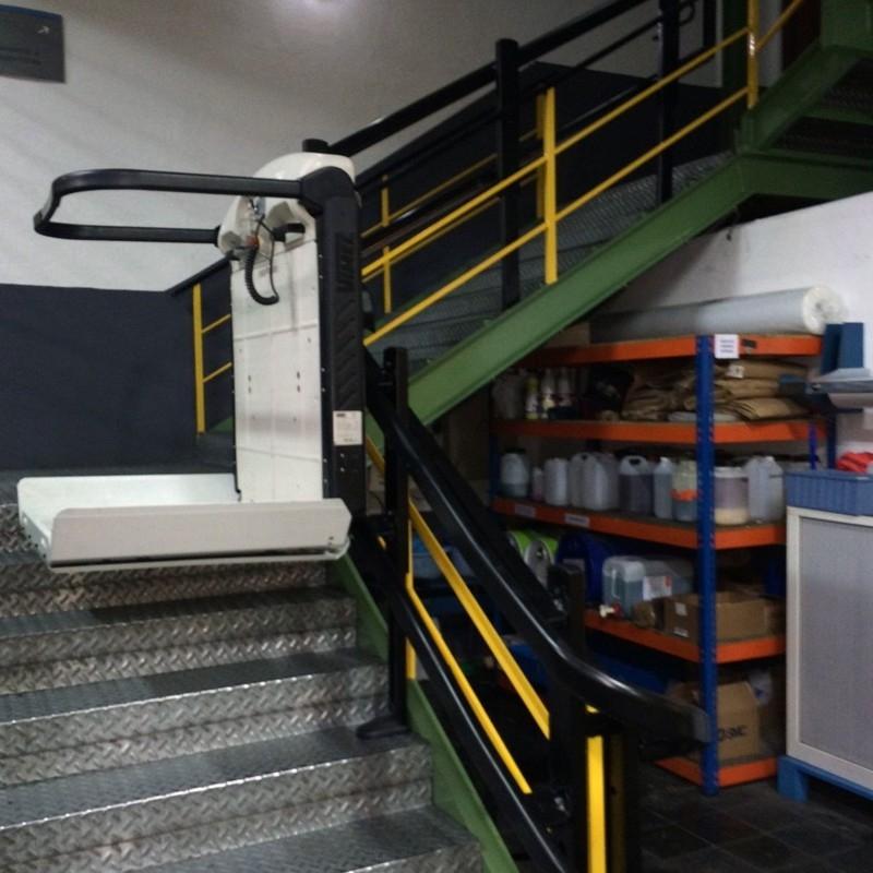 Salva Escaleras con Plataforma V65