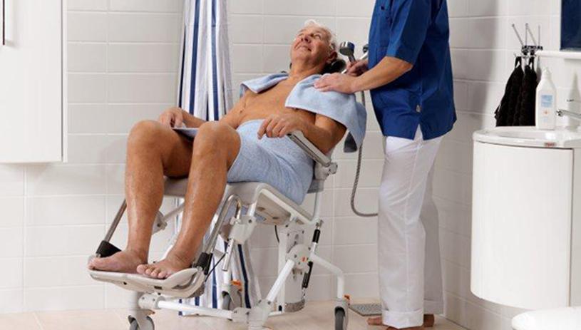aseo-personas-discapacitadas-silla-ducha