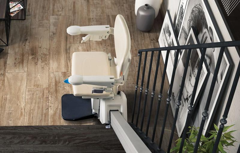 Comparativa de las 4 mejores sillas salvaescaleras para comunidades y viviendas
