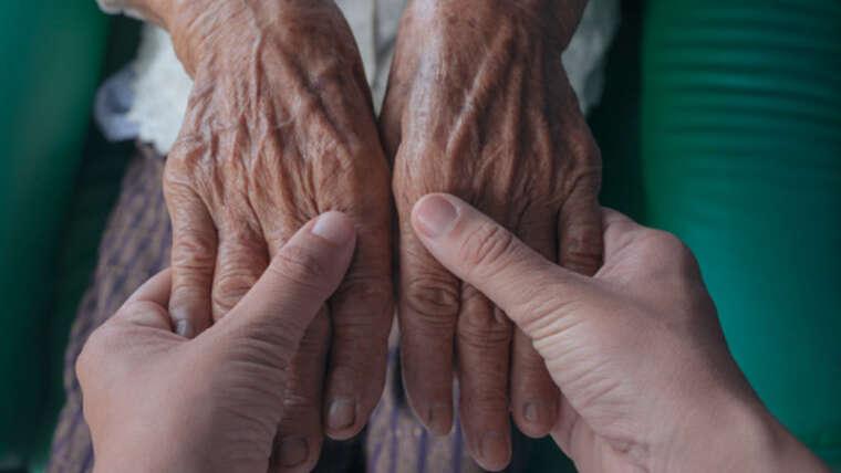Cómo proteger a personas mayores y cuidadores de la pandemia por coronavirus durante la desescalada