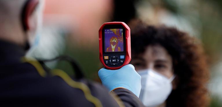 Tomar la temperatura con termómetros infrarrojos