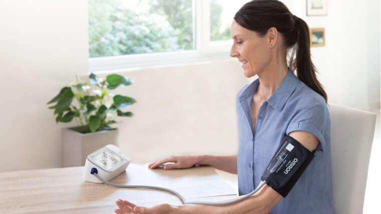 Tensiómetros Digitales OMRON: ¿Cómo medir la tensión en casa de forma sencilla y rápida?
