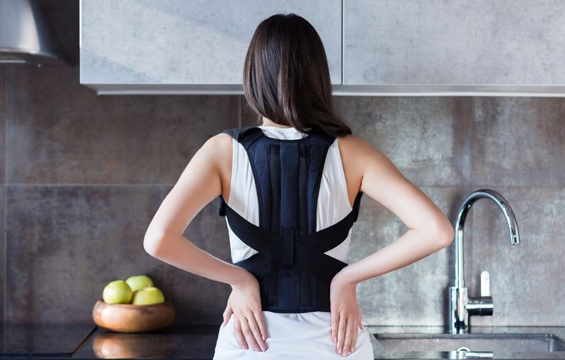 Beneficios del uso de un corrector de postura para aliviar el dolor de espalda