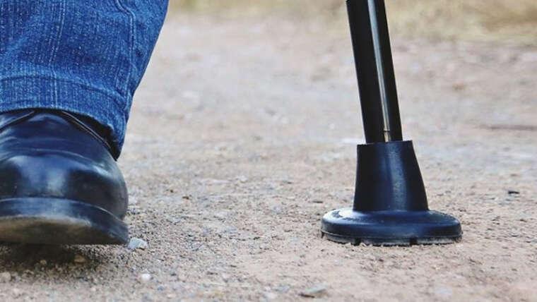 Cómo elegir conteras para bastones y andadores que faciliten una movilidad segura