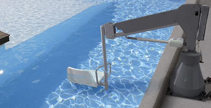 Requisitos para la instalación de una grúa de piscina para personas con discapacidad